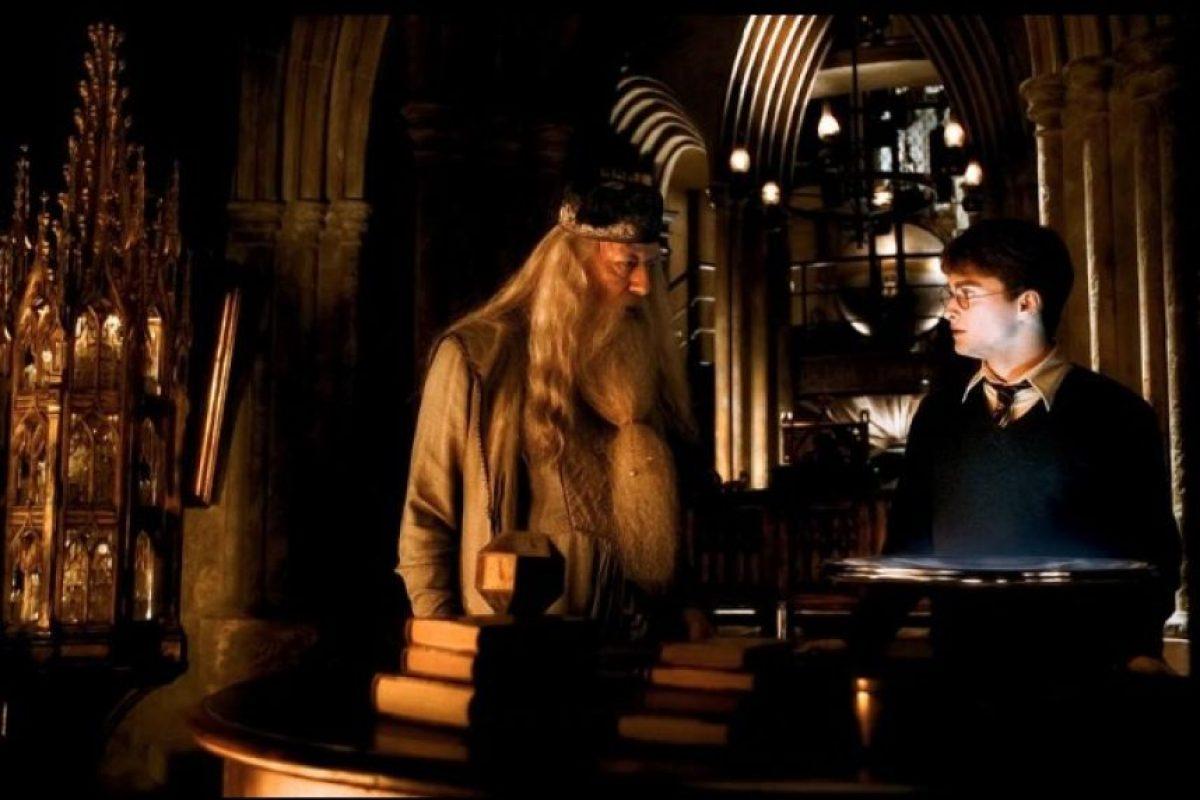 En el 2007, la escritora revela la orientación sexual del mago. Foto:Facebook Harry Potter