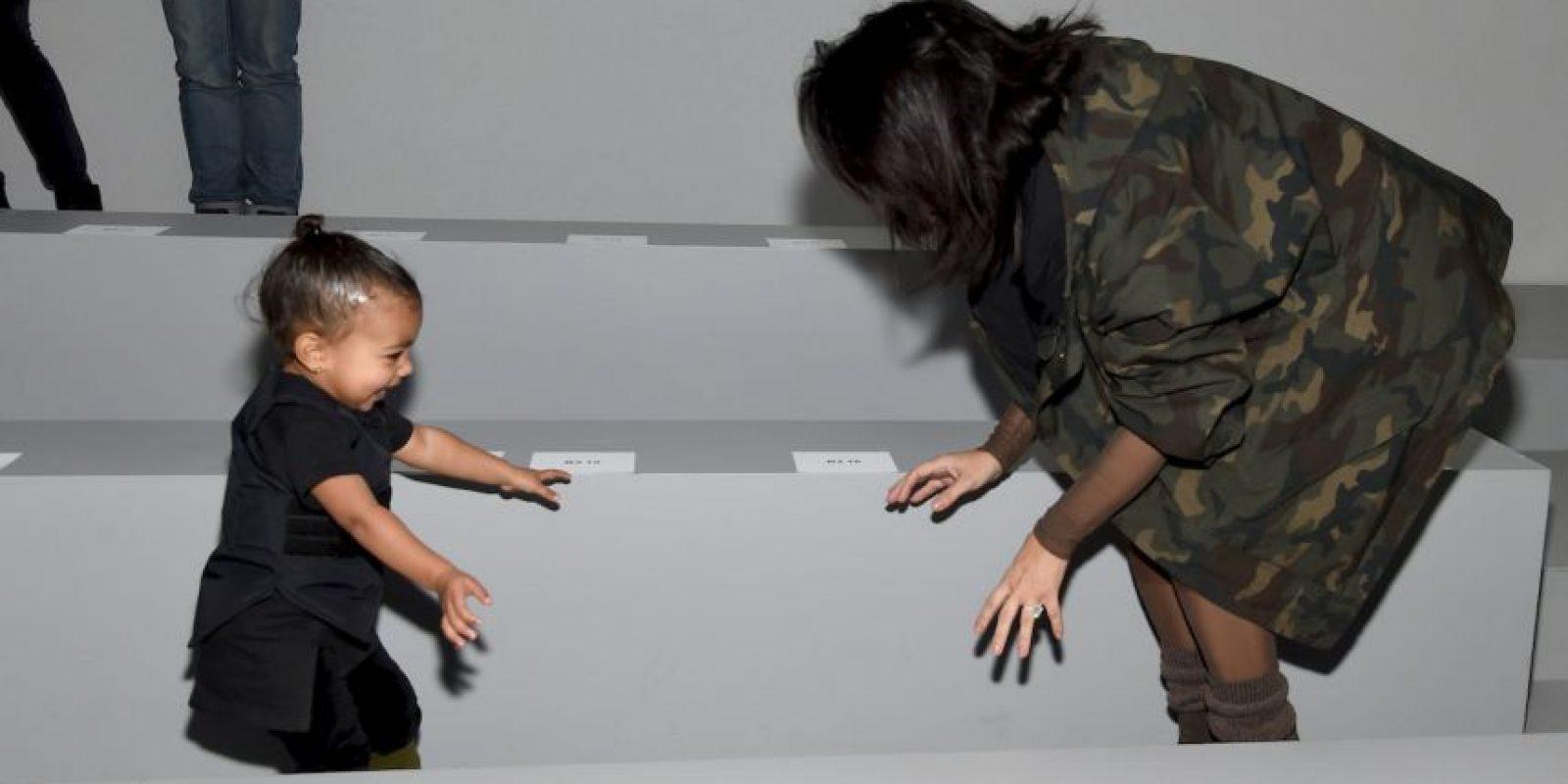 Kanye es el encargado de elegir qué fotos son publicadas y cuales deben ser borradas al instante. Foto:Getty