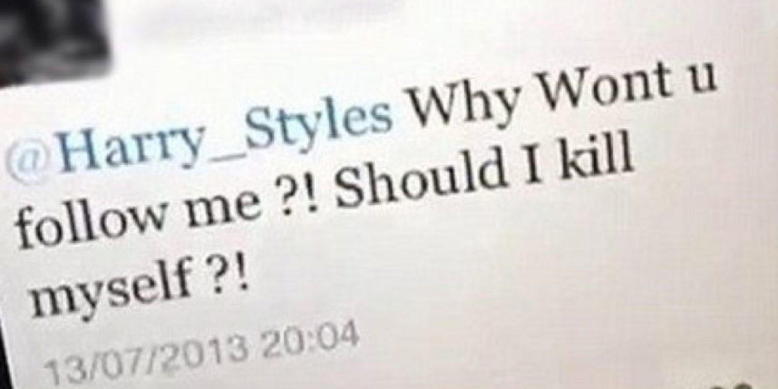 """La que le pregunta a Harry : """"¿Por qué no me sigues? ¿Debo suicidarme?"""" Eso es amor, chicos. ¡Amor puro! Foto:Twitter"""