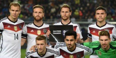Durante el partido amistoso de fútbol entre Alemania y Australia, los jugadores guardaron un minuto de silencio Foto:AFP
