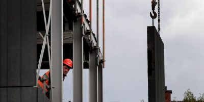 3. Indicar la prohibición de entrada de personas ajenas a la obra mediante la señal correspondiente Foto:Getty Images