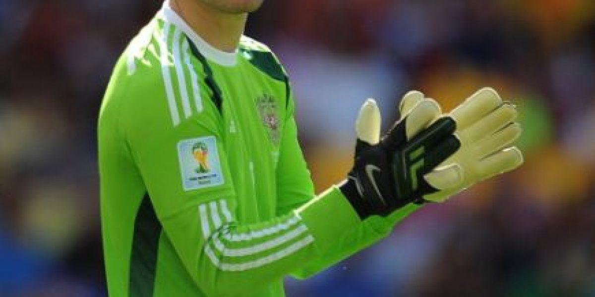 VIDEO: Suspenden partido rumbo a la Euro 2016 por agresión a portero
