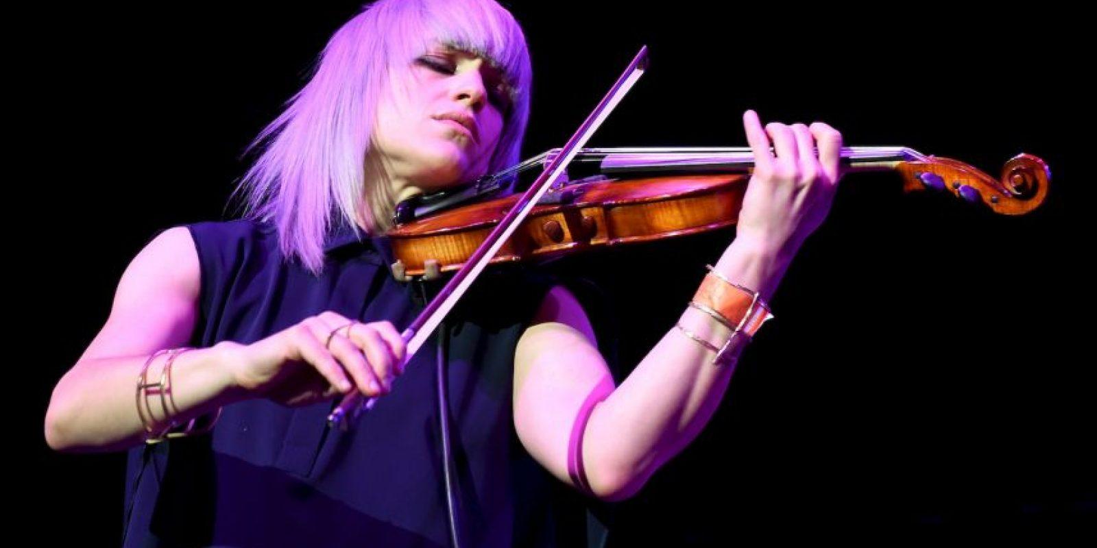 La gente no percibe la belleza que existe a su alrededor, según los resultados de este experimento, en donde el famoso violinista Josh Bell se disfrazó de músico callejero y tocó en una estación de Washington DC, EE.U. Foto:Getty
