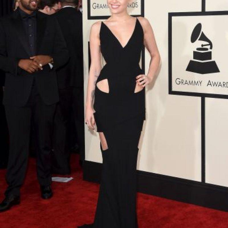 La cantante no se ha declarado abiertamente contra las Kardashian, sin embargo se ha burlado de todas las hermanas a través de distintas fotos en su Instagram. Incluso ha puesto su rostro en las imágenes en donde sale North West con sus papás. Foto:Getty Images