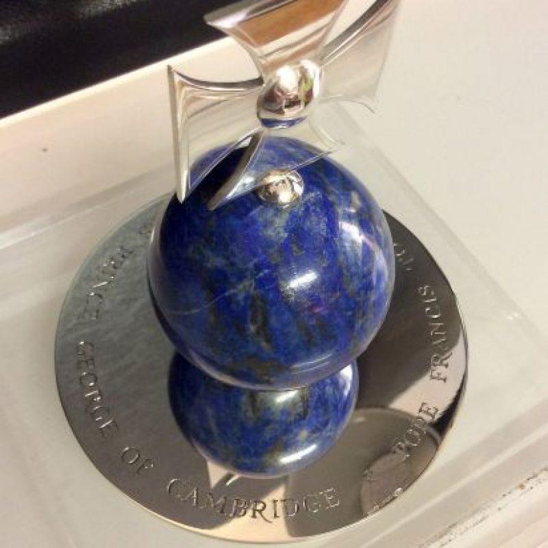 Francisco le envió esta esfera al Príncipe George de Cambridge, el pasado 3 de abril de 2014. Foto:Getty Images