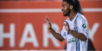 El crack brasileño ha sido una mala inversión para Gallos Blancos Foto:Facebook: Ronaldinho Gaúcho