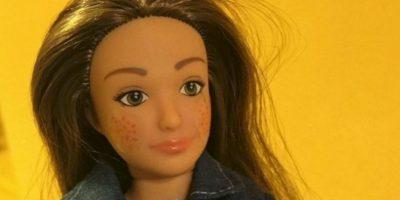 Tiene estrías, acné y otras marcas naturales en las mujeres. Foto:Lammily