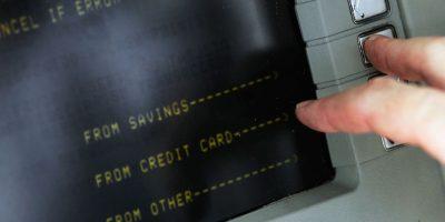 La banca electrónica evita engorrosas filas en el banco para realizar el pago de servicios. Foto:Getty Images