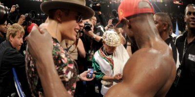 La primera vez que aparecieron juntos públicamente fue en la pelea de Mayweather contra Miguel Cotto en 2012. Foto:Getty Images