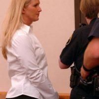 Carrie McCandle se acostó con un estudiante pero la arrestaron por posesión de drogas Foto:AP