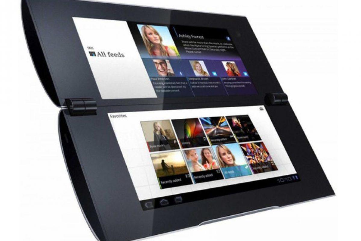 Sony Tablet P. La empresa japonesa lanzó un diseño muy parecido a Kyocera, con el mismo resultado. Foto:Sony