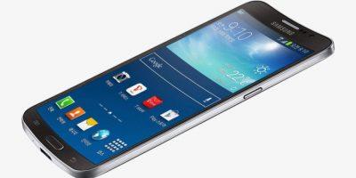 Samsung Galaxy Round. Lo que hacía raro a este dispositivo era su pantalla cóncava hacia afuera, era totalmente incómoda. Foto:Samsung