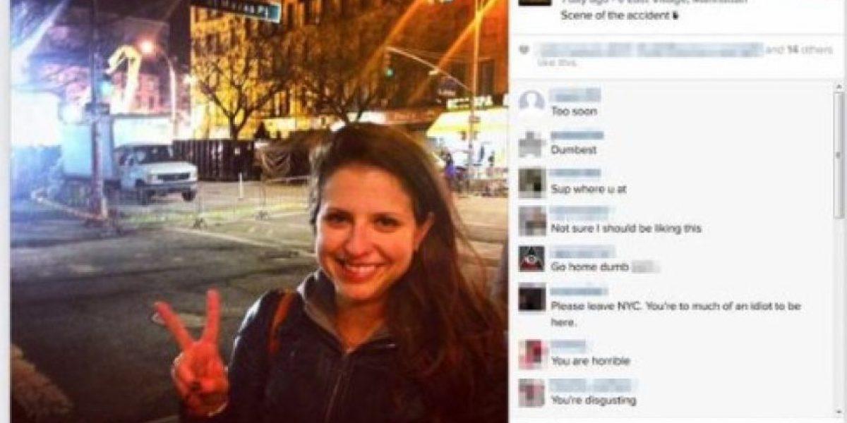 Personas toman selfies durante el trágico incendio de Nueva York