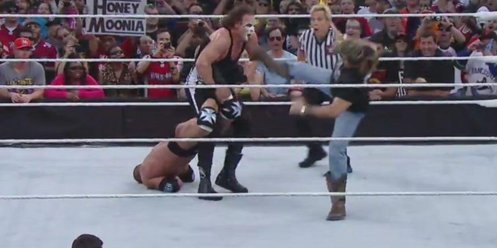 3. En el duelo entre Triple H contra Sting, D-Generation X hizo su aparición para respaldar a The Game Foto:Twitter: @WWE