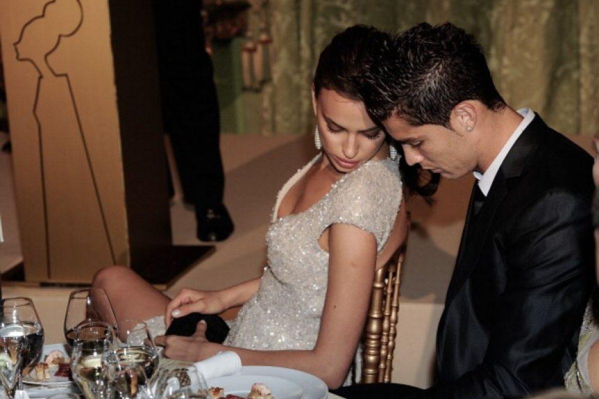 El futbolista quedó prendido de la modelo rusa y la invitó a irse de vacaciones a la isla de Córcega. Foto:Getty Images