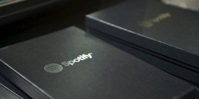 Mientras que Spotify lo reproduce a 320 kbps. Foto:Getty