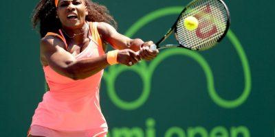 Serena Williams. Antes del primer saque bota la pelota cinco veces y previo al segundo lo hace en dos ocasiones Foto:Getty Images