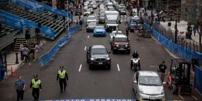 Vehículos y personal de emergencias cerca de la meta del maratón de Boston. Foto:Getty