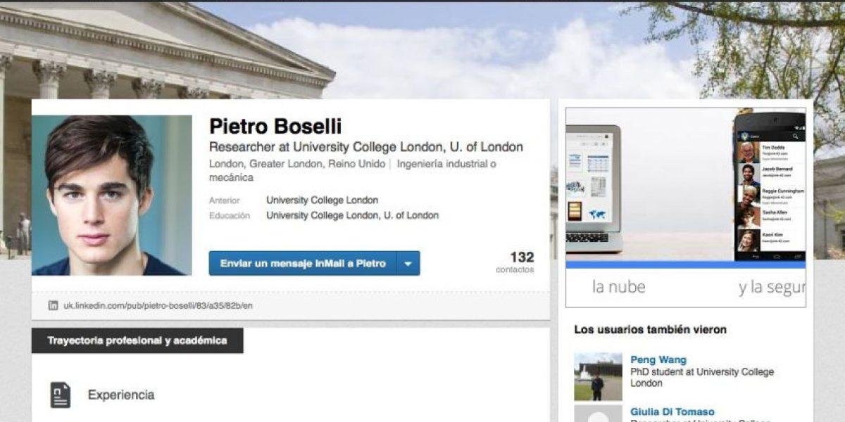 FOTOS: Buscó a su profesor en internet y encontró que era famoso