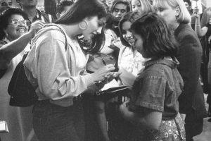 """6.- En aquella época, diversos grupos de defensa de los latinoamericanos protestaron contra la elección de López, pues consideraban que la """"Diva del bronx"""" no era adecuada para interpretar a una mujer mexico-americana de Texas. Foto:IMDB"""
