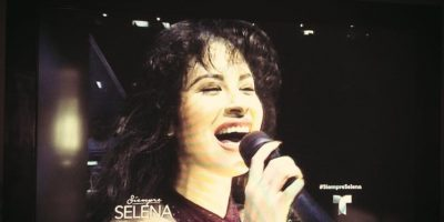 7.- En su biografía, Jennifer López reveló que este papel la inspiró a participar en el mundo de la música. Foto:Facebook/Selena