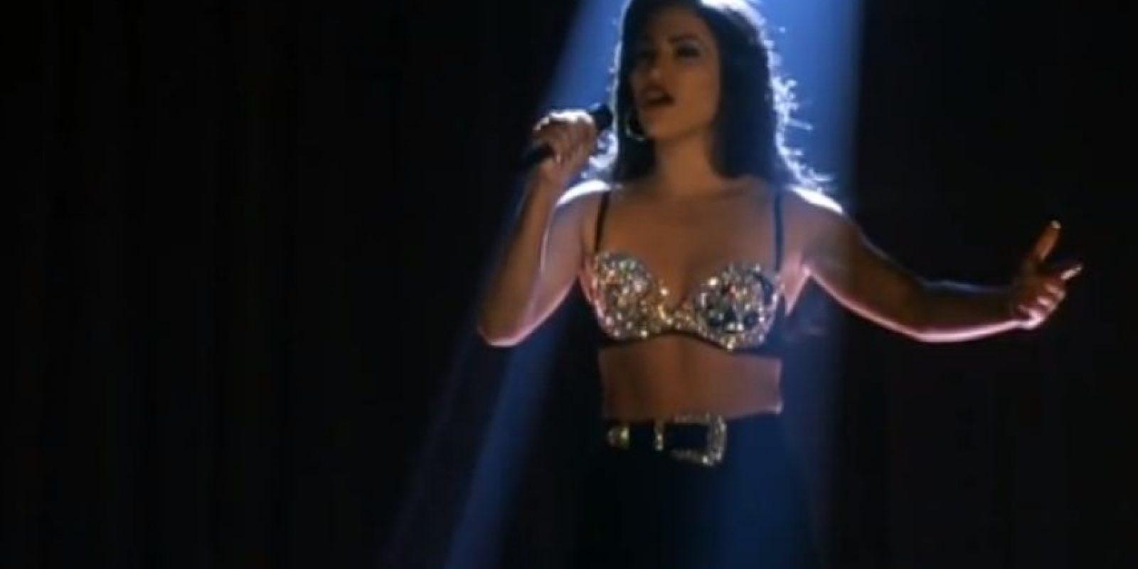 19.- Abraham Quintanilla no quería que se representara el asesinato de Selena en la película. Foto:Warner Bros
