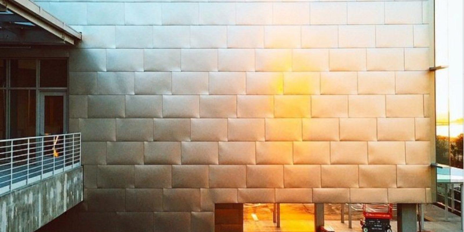 El panel de metal de la estructura de las nuevas oficinas. Foto:instagram.com/elizabethgilmore