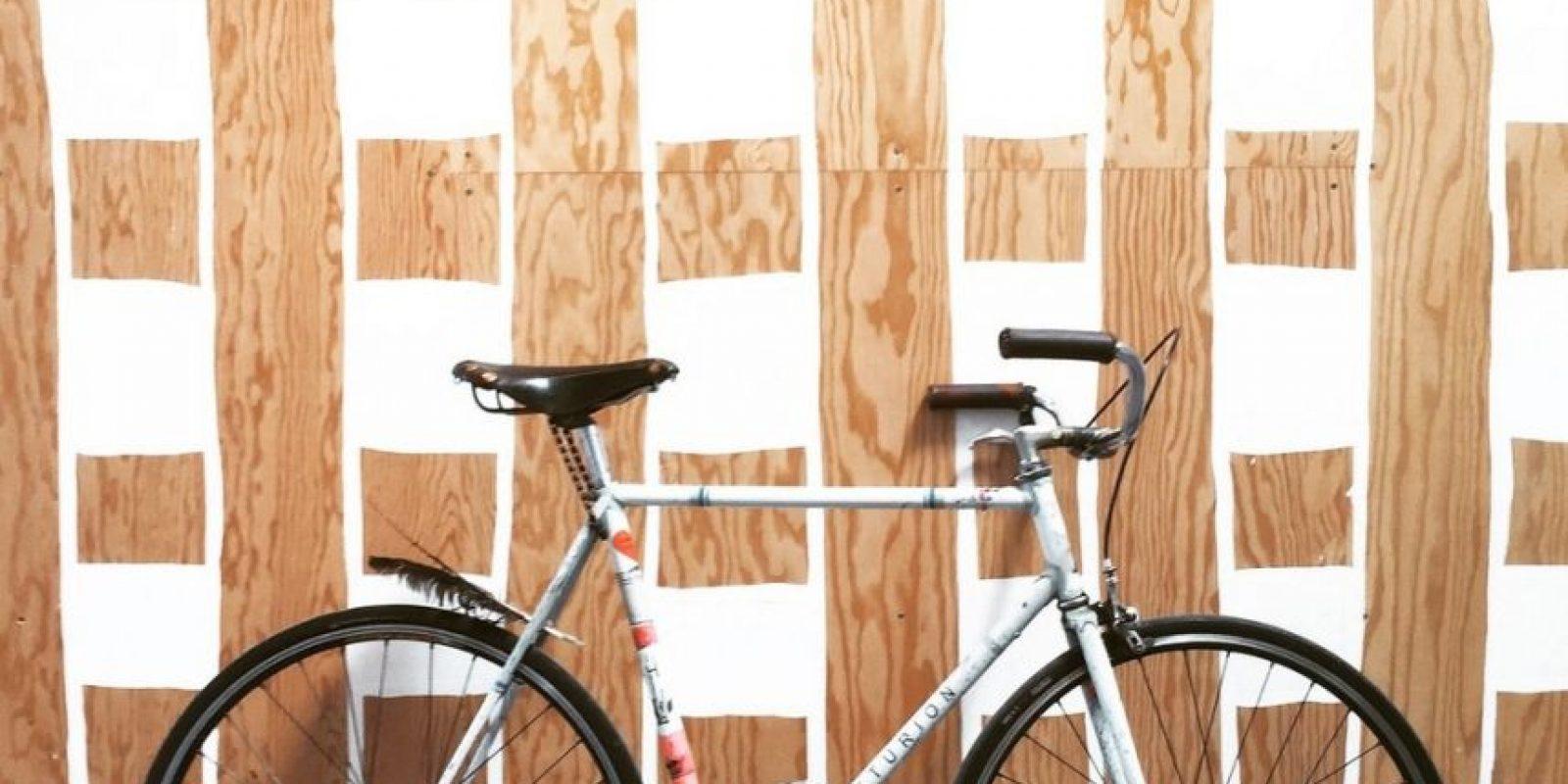 Algunos empleados llegan en bicicleta. Foto:instagram.com/johnbarnett
