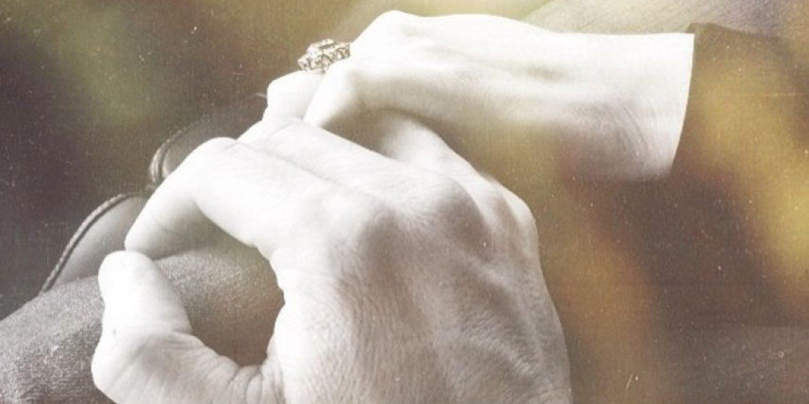 Sus manos entrelazadas dejan al descubierto lo felices que son Foto:Instagram Ian Somerhalder