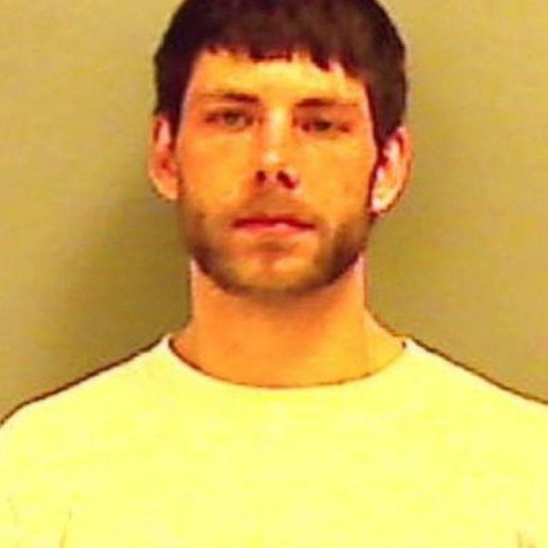 Cristopher Wallace, de 22 años, publicó fotos de sus escondites y fue detenido por haber robado una estufa de propano y una de leña en Maine, Estados Unidos. Foto:Twitter