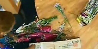 Una vendedora de flores lanzó toda su mercancía. Foto:Telemundo