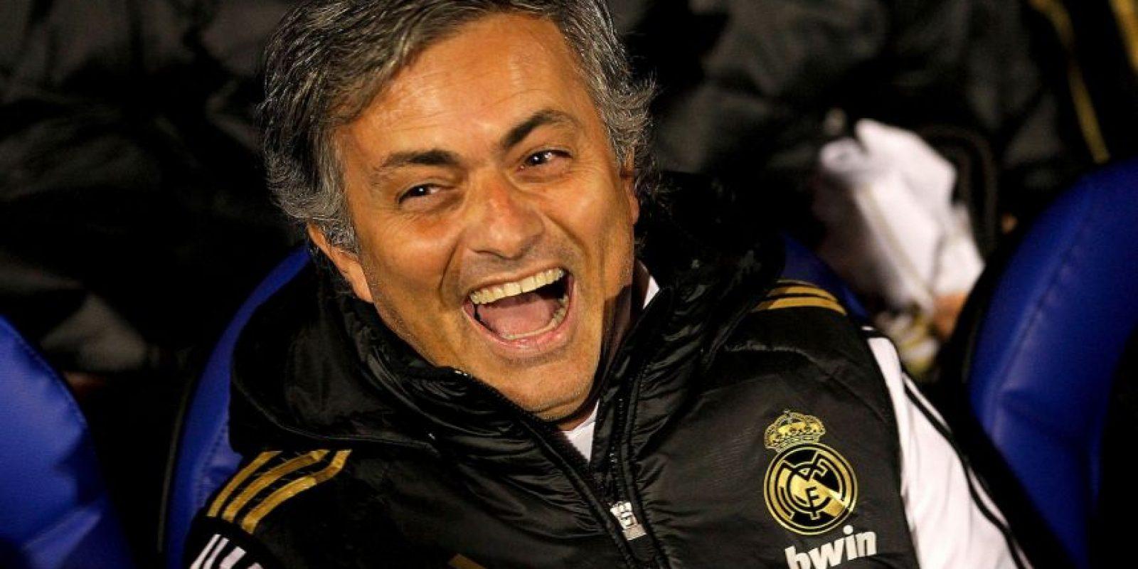 """También acusó al Barcelona de recibir ayudas arbitrales y nombró a los silbantes involucrados. Además, recordó la Champions League de 2009 donde los catalanes vencieron al Chelsea en semifinales en uno de los partidos más polémicos de la historia, y el """"Special One"""" le lanzó un dardo a Pep Guardiola: """"¿Por qué? ¿Por qué? ¿Por qué? Ovrebo, Stark, Bussaca, Frisk, De Bleeckere… No sé si será la publicidad de UNICEF. Pep ha ganado una Champions que a mí me daría vergüenza"""". Foto:Getty Images"""