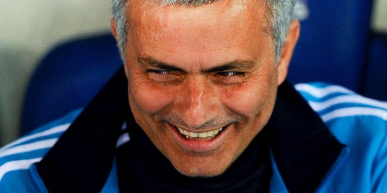 """En la Champions League de 2010, se acusó a Jose Mourinho de ordenar las expulsiones intencionadas de Xabi Alonso y Sergio Ramos, quienes llegarían """"limpios"""" a la fase de octavos de final. Finalmente, la UEFA lo sancionó a él y a los dos futbolistas con multas económicas… bueno, hasta Iker Casillas y Dudek fueron castigados por transmitir las órdenes de """"Mou"""". Foto:Getty Images"""
