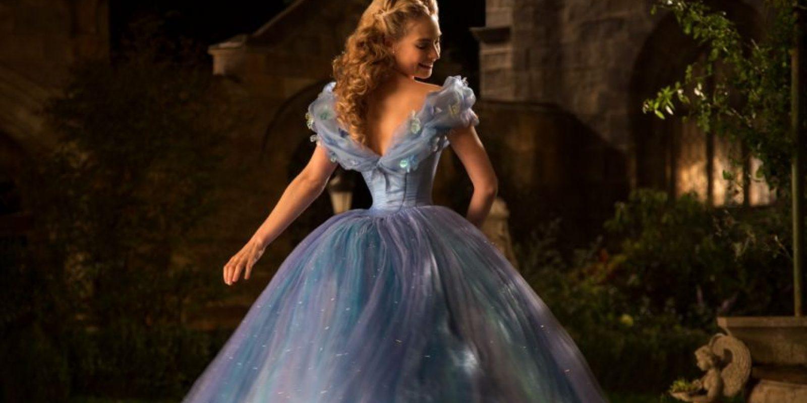 Afirmó que la amplitud de la falda la hacía ver con cintura más pequeña. Foto:Disney