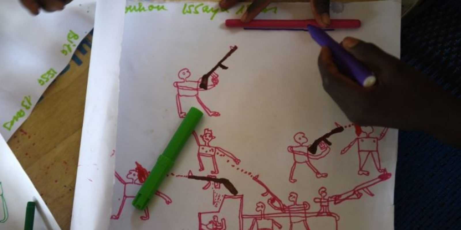 Los dibujos son realizados por niños que han sufrito los ataques de la guerrilla. Foto:AFP