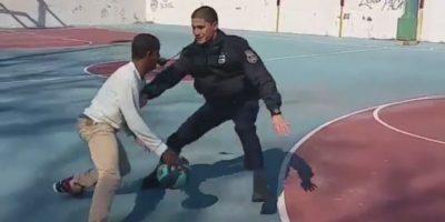 Por más que intentan, los policías no logran detenerlo. Foto:instagram.com/shallo_tattoo_kiing