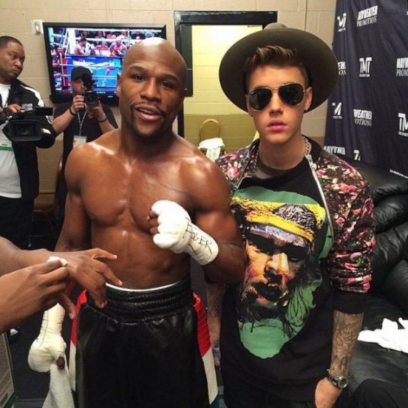 El pugilista se relaciona con estrellas de diversos ámbitos. Prueba de ello es su gran amistad con Justin Bieber. Foto:Vía instagram.com/floydmayweather