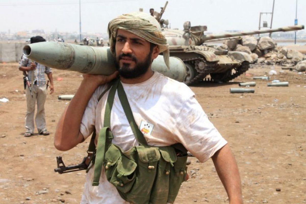 Arabia Saudita lanzó una serie de ataques aéreos contra los rebeldes Hutís, a los cuales acusó de ser apoyados por Irán. Esta confirmada por Emiratos Árabes Unidos, Kuwuait, Behréion, Qatar, Jordania, Marruecos, Egipto, Pakistán y Estados Unidos, país que brinda apoyo logístico y de inteligencia. Foto:AFP