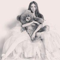Salía una mujer solo con panties. Foto:vía Instagram/Stav Strashko