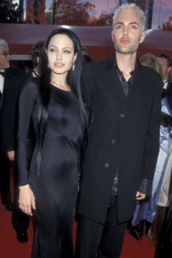 En los Oscars de 2000, Angelina Jolie se dio apasionados besos con su hermano, James Wade. Foto:Getty Images