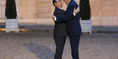 También en enero pasado se tomó esta imagen entre John Kerry, secretario de Estado de Estados Unidos, y de Francois Hollande Foto:AFP