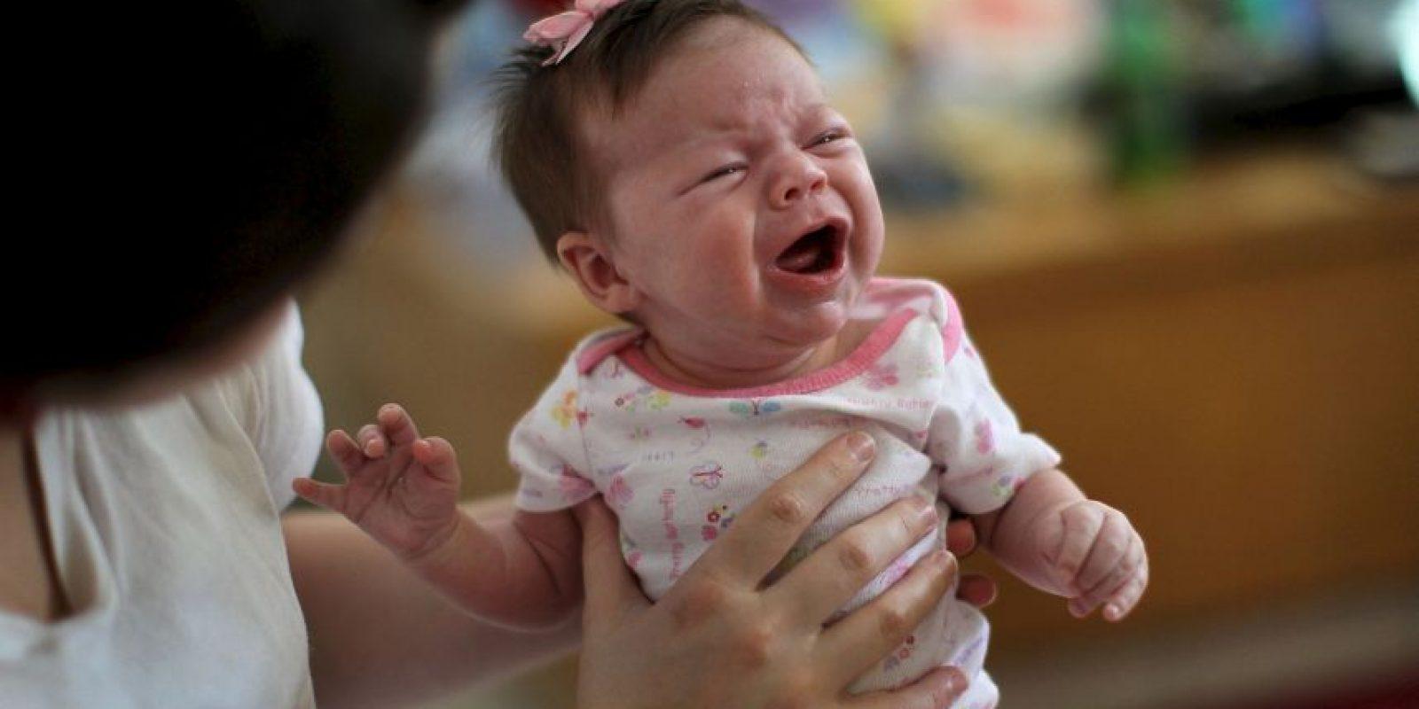 3. Lo más conveniente es no hacerlo dormir en brazos Foto:Getty Images