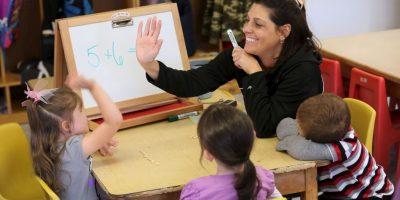 De nueve encuestas revisadas, los maestros aparecieron cinco veces como uno de los trabajos mas felices del mundo Foto:Getty Images