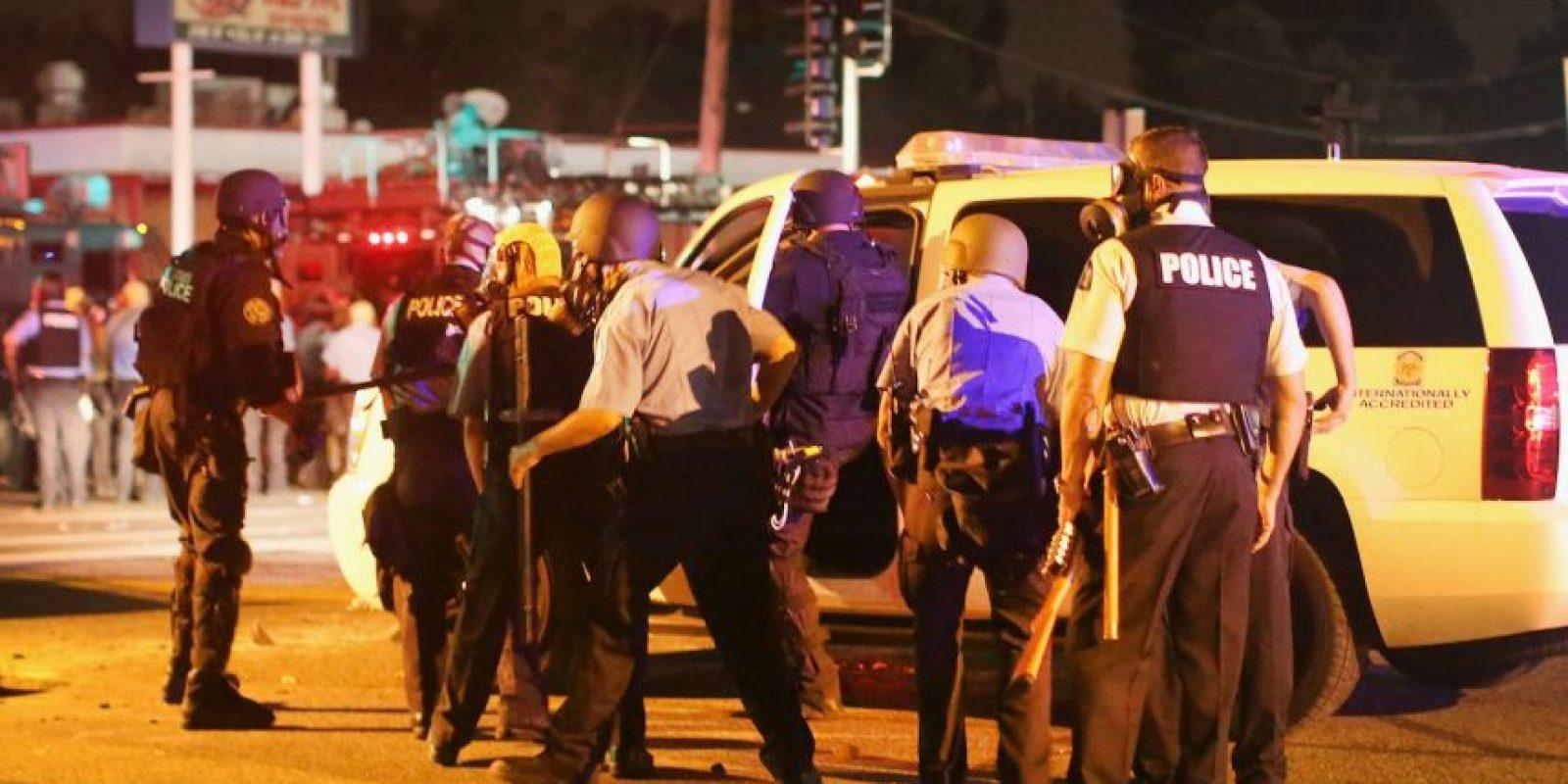 """7. Según """"Daily Mail"""", el policía colocó la pistola de descargas eléctricas cerca del cuerpo del afroamericano, quien estaba desarmado. Foto:Getty Images"""