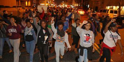 Hecho que provocó una ola de protestas y disturbios tanto Ferguson. Foto:Getty Images