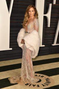 Durante la entrega de los Grammy 2000, J.Lo utilizó un vestido Versace Foto:Getty Images