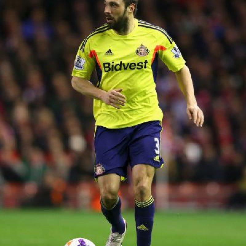 Andrea Dossena es un futbolista italiano que juega como lateral izquierdo. Foto:Getty Images
