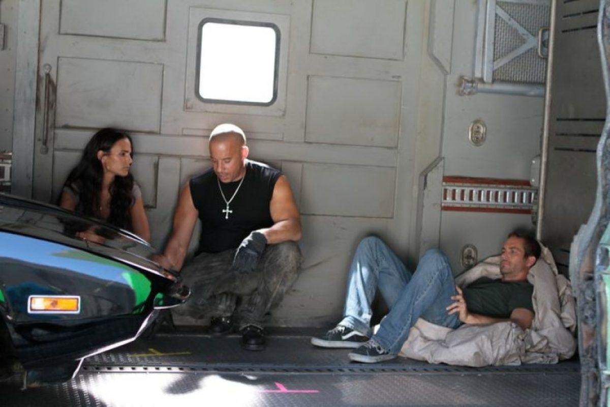 Después de filmar, Diesel visitó a Walker en su camerino para recordarle algo. Foto:Vía Facebook.com/VinDiesel