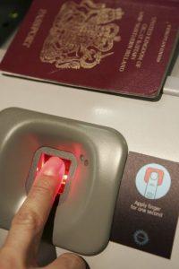Estos controles afectarán principalmente a los viajeros que salgan del país a través de transbordadores o por tren. Foto:Getty Images