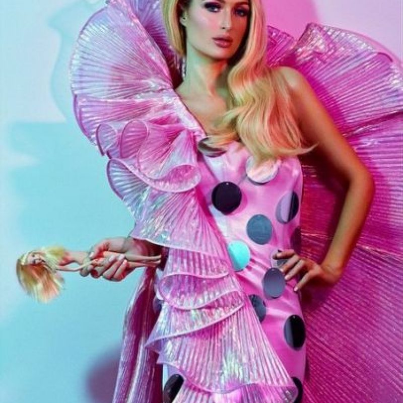 Paris luce un vestido de la muñeca Foto:Instagram/parishilton